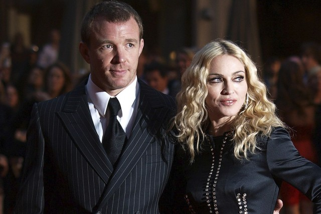 Guy Ritchie et Madonna en 2008... (AFP, Max Nash)