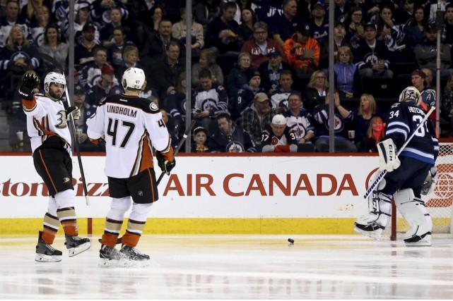 Les Ducks d'Anaheim ont accumulé 59points à leurs... (Archives La Presse Canadienne)