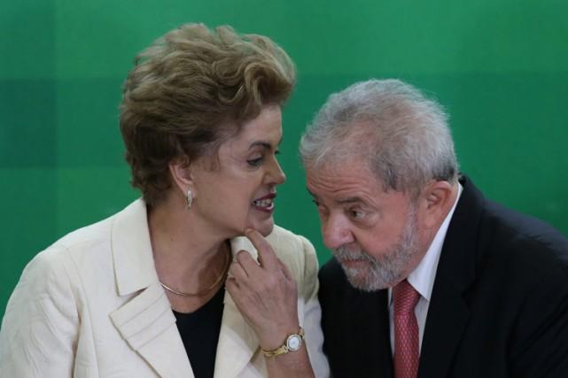 La présidente Dilma Rousseff et son prédecesseur Luiz... (PHOTO ARCHIVES AP)