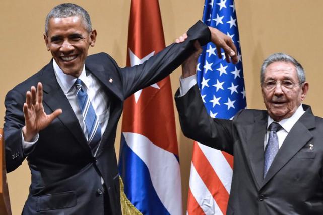 Barack Obama et le président cubain, Raul Castro,... (Agence France-Presse)