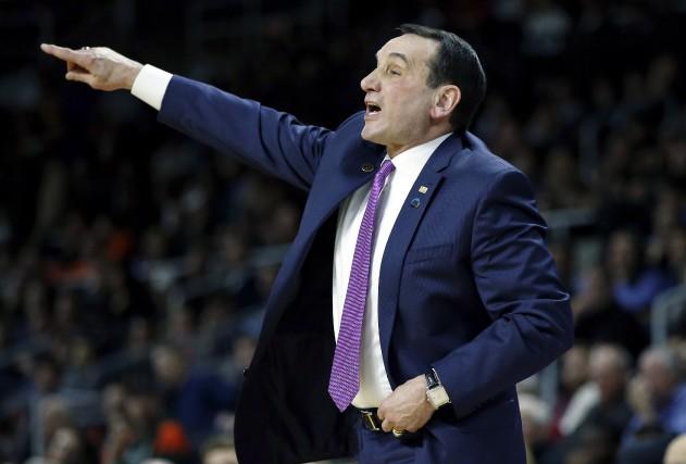 L'entraîneur de Duke, Mike Krzyzewski, touche un salaire... (AP, Michael Dwyer)