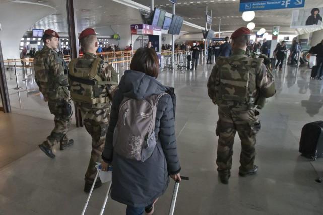 Les cinq vols en direction de Bruxelles ont... (Photo Michel Euler, AP)
