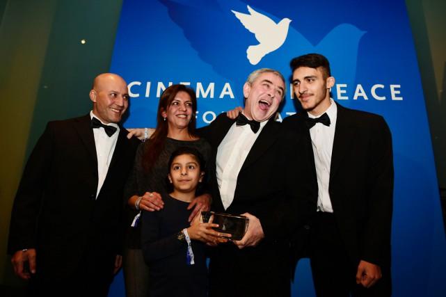 Le réalisateur Sean McAllister en compagnie de Raghda... (PHOTO ARCHIVES AFP)