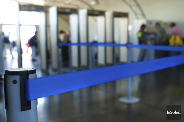 De nombreux aéroports ont accentué les contrôles de... (Photothèque Le Soleil)