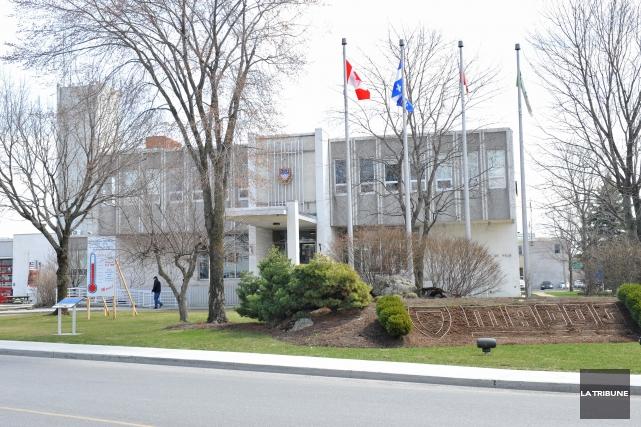 À l'instar des élus de Sherbrooke, les membres du conseil municipal de Magog... (Archives La Tribune, Maxime Picard)