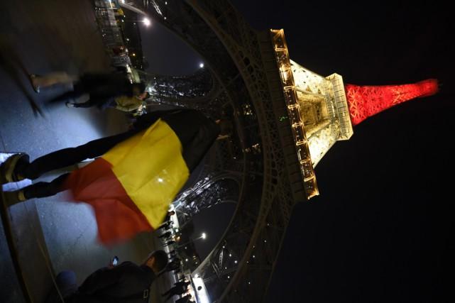 La Tour Eiffel a porté les couleurs du... (PHOTO AFP)