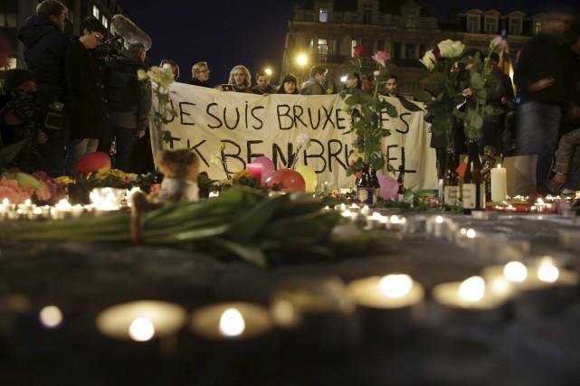 Des gens se sont rassemblés à laPlace de... (AFP, Kenzo Tribouillard)