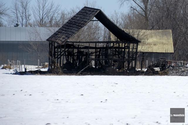 Voici ce qu'il restait du bâtiment incendié.... (Stéphane Lessard, Le Nouvelliste)