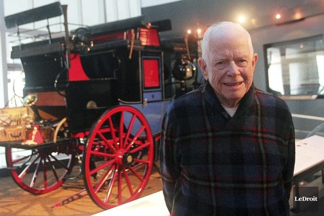 Passionné de voitures «hippomobiles», Paul Bienvenu a accumulé... (Etienne Ranger, LeDroit)