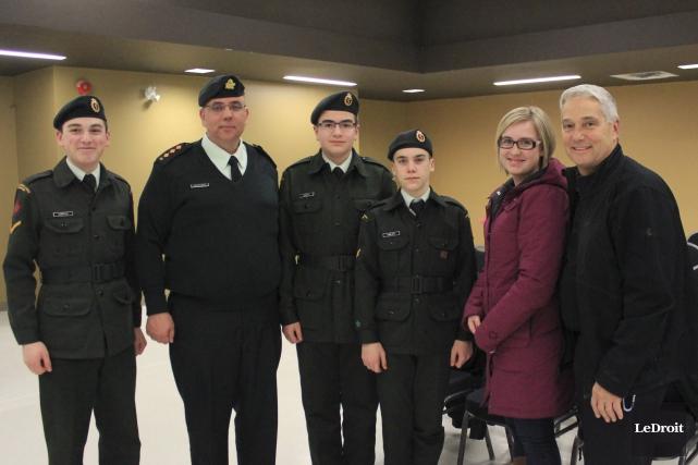 Des membres du corps de cadets de Casselman... (Martin Brunette, LeDroit)