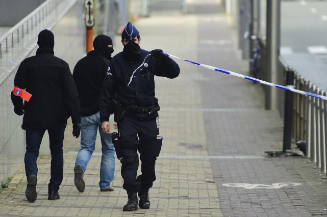 La police bruxelloise a fermé plusieurs rues au... (Photo Emmanuel Dunand, archives AFP)