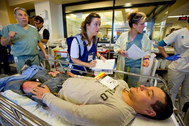 L'hôpital du Sacré-Coeur a participé à une simulation... (PHOTO ALAIN ROBERGE, LA PRESSE)