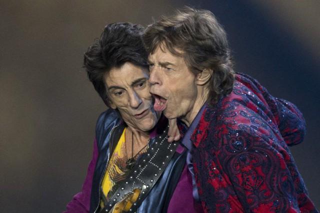Ron Wood et Mick Jagger lors d'un récent... (AP, Eduardo Verdugo)