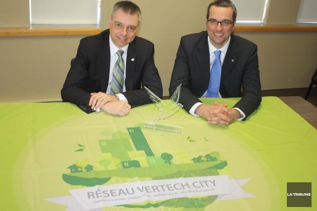 Le maire de Victoriaville, André Bellavance, et son... (La Tribune, Yanick Poisson)