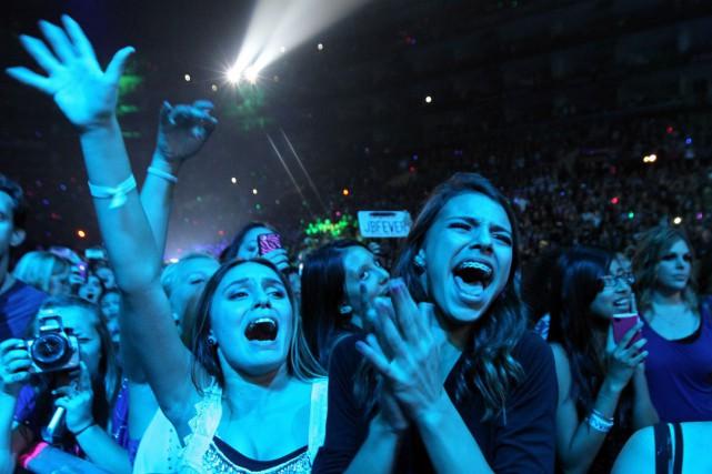 Des fans de Justin Bieber lors d'un spectacle... (Archives AP)