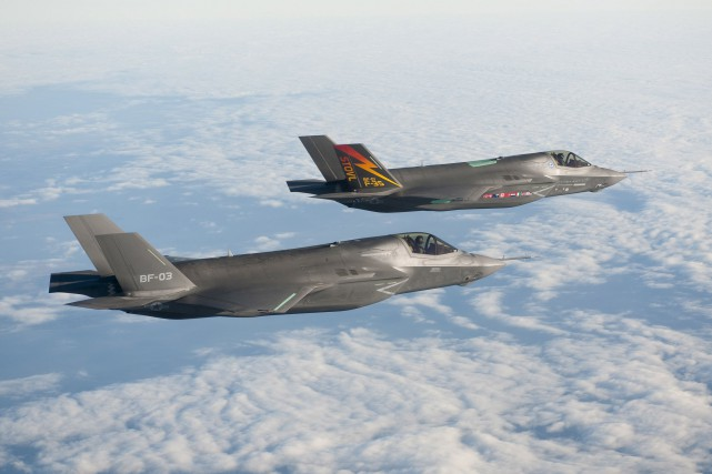 Deux avions de chasse F-35.... (PHOTO LOCKHEED MARTIN, ARCHIVES LA PRESSE CANADIENNE)