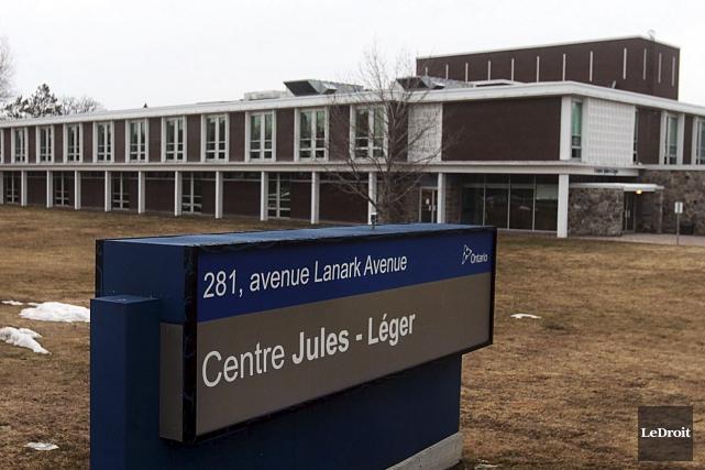 Le centre Jules-Léger comprend une école provinciale et... (Etienne Ranger, LeDroit)