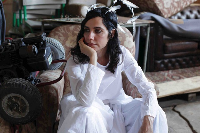 PJ Harvey doit lancer The Hope Six Demolition... (Fournie par Island Records)
