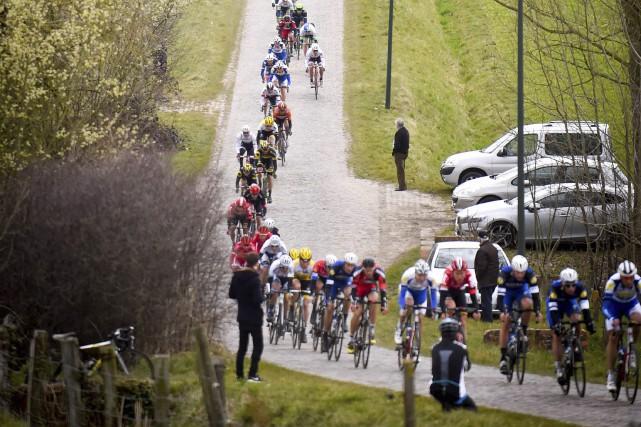 L'épreuve cycliste À travers la Flandre a eu... (Photo Agence France-Presse)