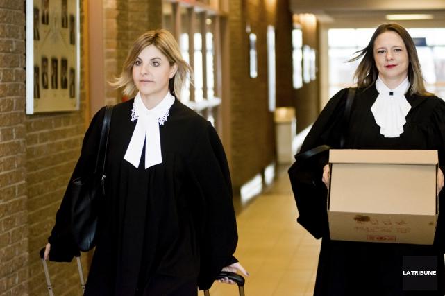 À la défense, Me Alexandra Longueville (à droite)... (photo Imacom)