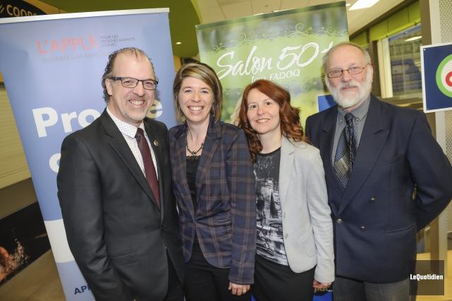 Patrice St-Pierre de la FADOQ, Marilyne Simard de... (Photo Le Quotidien, Gimmy Desbiens)