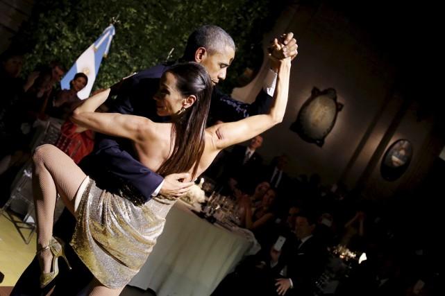 Relativement détendu, le président américain a enchaîné quelques... (PHOTO CARLOS BARRIA, REUTERS)