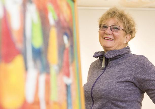 Suzanne Pouliot présente dans l'exposition Parcours une série... (Photo Spectre Média, Frédéric Côté)