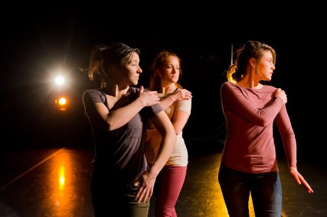 Les danseuses Annie Deslongchamps, Catherine Soucy et Amélie... (Photo Spectre Média, Jessica Garneau)