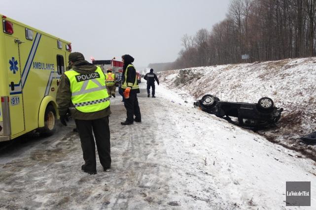 Un véhicule a fait un capotage en fin... (Photo Julie Catudal, La Voix de l'Est)