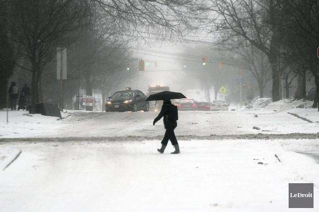 Ce qui risque bien d'être la dernière tempête de l'hiver 2016 a causé quelques... (Etienne Ranger, LeDroit)