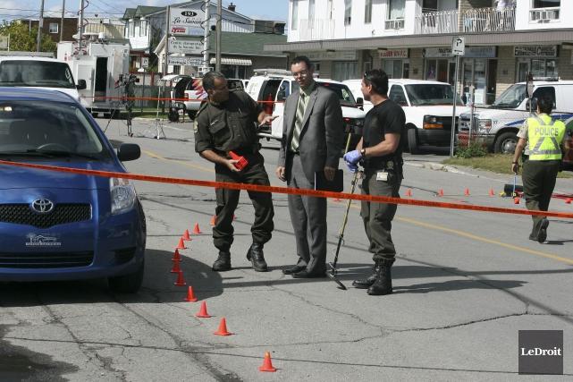 Deux agents de la police de Gatineau, Francis... (Patrick Woodbury, Archives LeDroit)