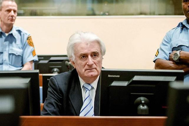 Radovan Karadzic était présent dans la salle d'audience... (AFP, Robin van Lonkhuijsen)