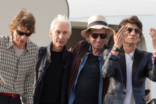 Mick Jagger, Charlie Watts, Keith Richards et Ron Wood discutent... (AP, Ramon Espinosa)