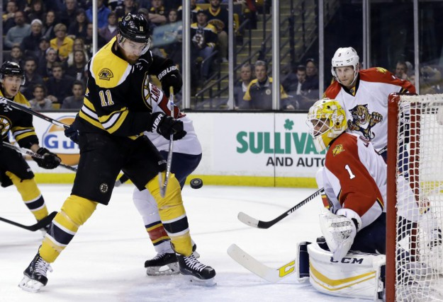 Jimmy Hayes échoue à marquer un but, en... (Photo Elise Amendola, AP)