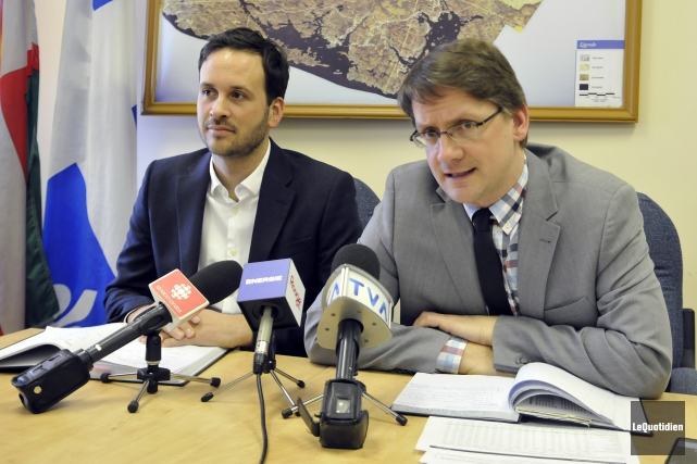 Les députés Alexandre Cloutier et Sylvain Gaudreault... (Archives Le Quotidien)