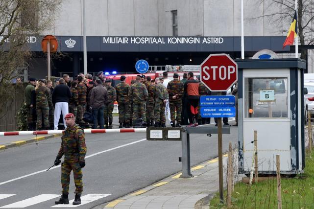 À l'hôpital militaire Reine Astrid, en périphérie de... (PHOTO PATRICK STOLLARZ, AGENCE FRANCE-PRESSE)