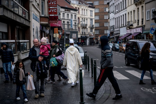 Une rue de Molenbeek, à Bruxelles, un quartier... (PHOTO ANDREW TESTA, THE NEW YORK TIMES)