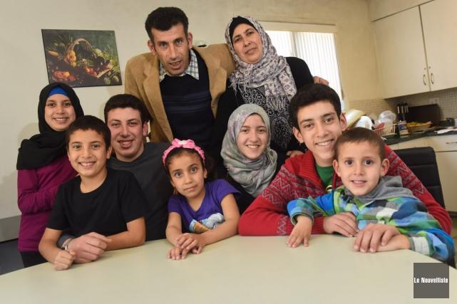 À l'avant, Shaymaa, 11 ans,Moussa, 9 ans,Abdullah, 17... (François Gervais, Le Nouvelliste)
