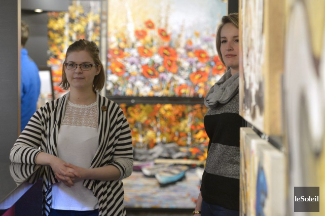 IsabelleSt-Pierre et CamilleBlais-Morneau, conseillères en art aux Galeries... (Le Soleil, Yan Doublet)