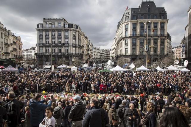 La population a convergé de nouveau en grand... (AFP, Aurore Belot)