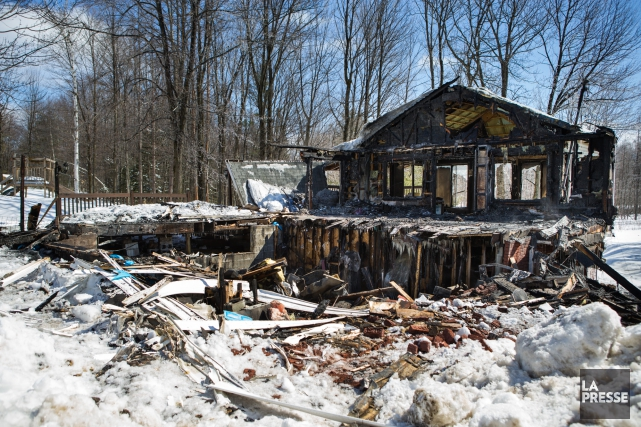 Une résidence a été la proie des flammes dans la nuit de vendredi à samedi à... (Olivier Croteau)