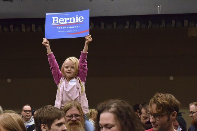 Les démocrates se prononçaient samedi lors de «caucus»,... (PHOTO ASSOCIATED PRESS)