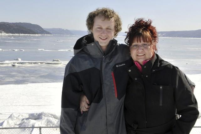 Isabelle Duval et son fils Antoine sont très... (Photo Le Progrès-Dimanche, Rocket Lavoie)