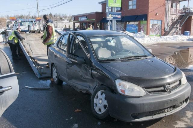 Un accident impliquant deux véhicules et faisant un... (Photo Le Progrès-Dimanche, Michel Tremblay)
