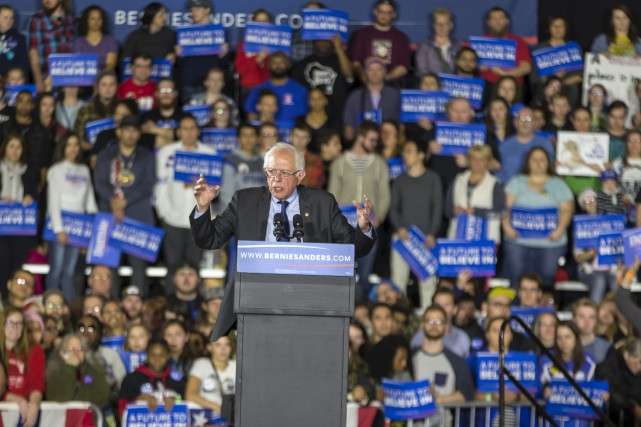 Sanders attire des électeurs traditionnellement peu intéressés par... (Associated Press)