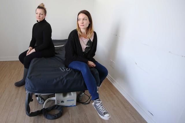 Les filles de Louise Laplante, Aimée (à gauche)... (PHOTO MARTIN CHAMBERLAND, LA PRESSE)
