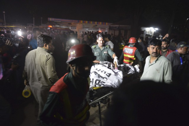 La déflagration s'est produite près de la zone... (AFP, Arif Ali)