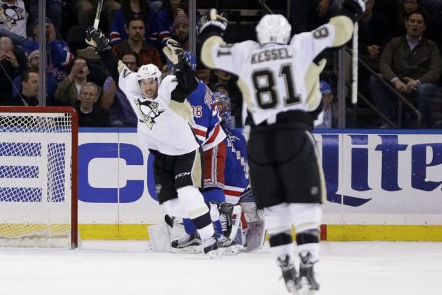Sidney Crosby et les Penguins de Pittsburgh jouent leur meilleur hockey de la... (Photo AP)