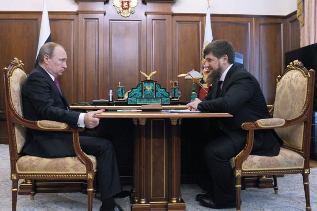 Vendredi, le président Poutine (à gauche) a annoncé... (PHOTO MIKHAIL KLIMENTYEV, SPUTNIK/AP)