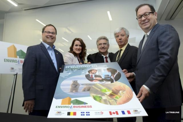 Alexandre Cusson, maire de Drummondville, Geneviève Poulin, présidente... (La Tribune, Yanick Poisson)